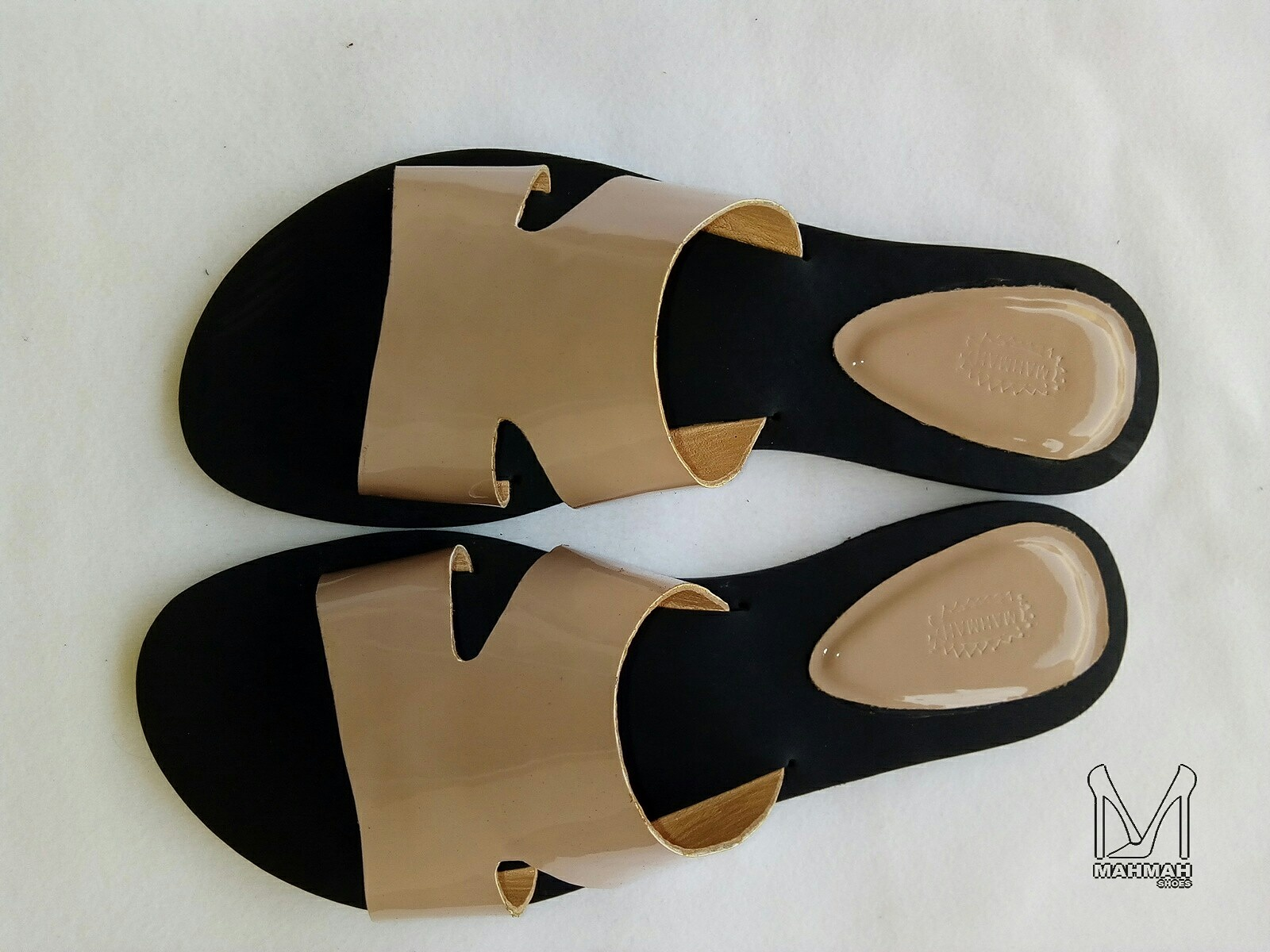 Nude slippers