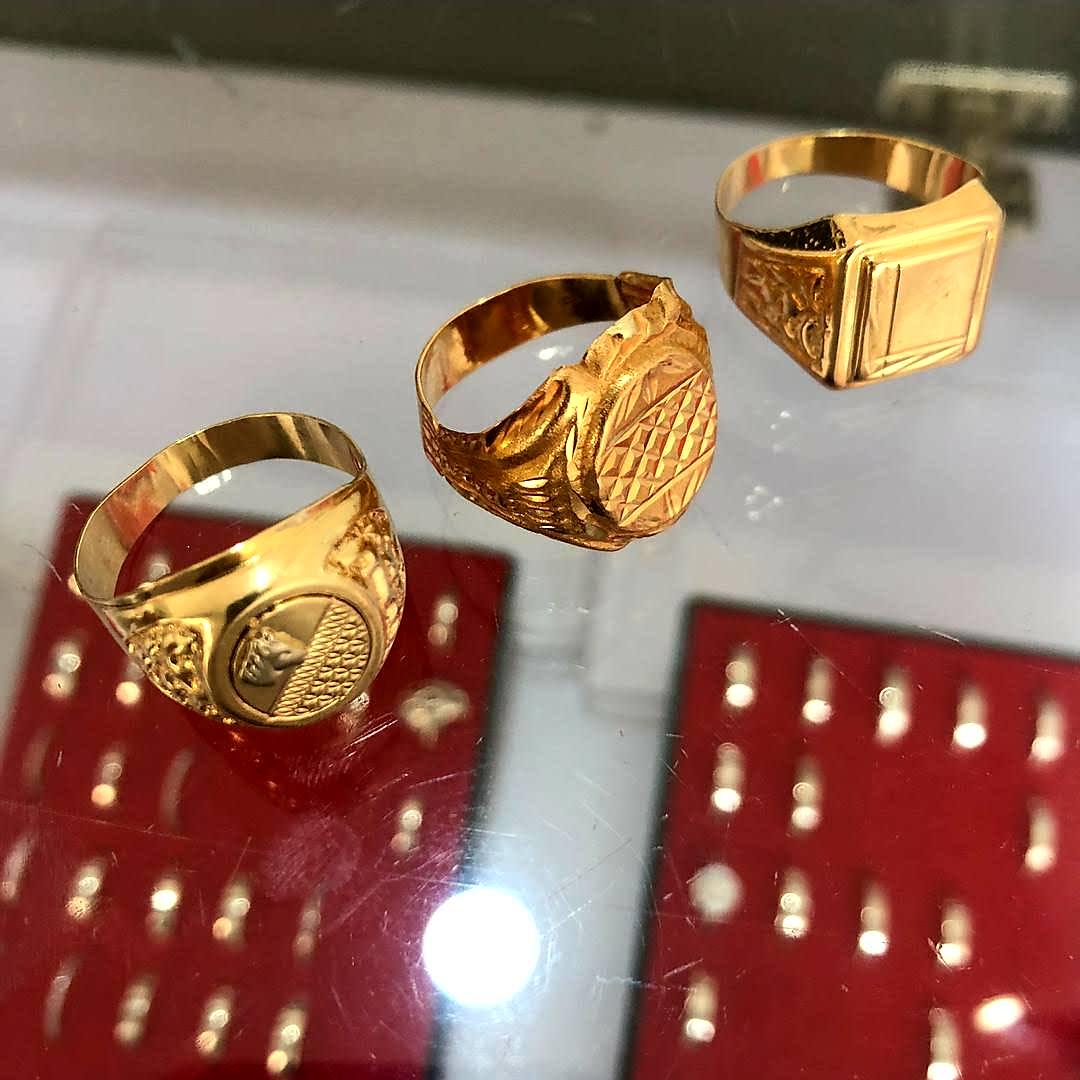 18karats gold ring